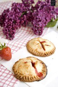 fraeulein-meer-backt-erdbeer-mini-pies