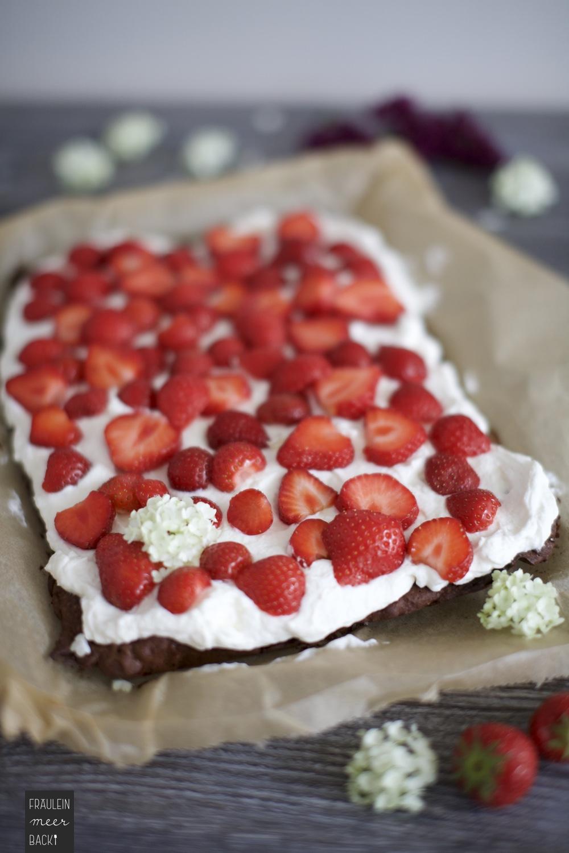 fraeulein-meer-backt-erdbeer-brownie-kuchen