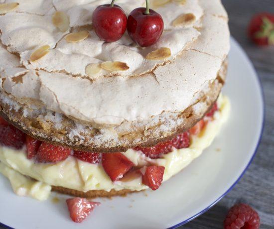 fraeulein-meer-backt-erdbeer-baiser-torte