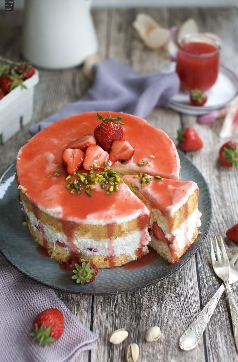 Fraeulein Meer backt Erdbeer Biskuit Torte