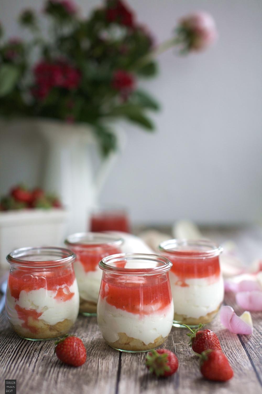 Fraeulein Meer backt Erdbeer Quark Dessert