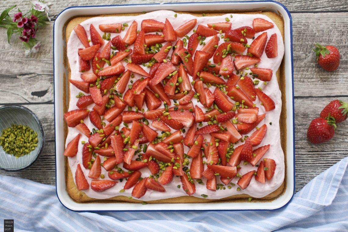 Fraeulein Meer backt Erdbeer-Quark-Blechkuchen