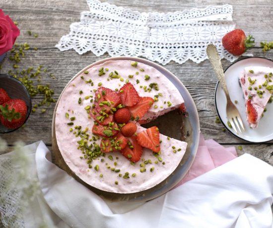 Fraeulein Meer backt No Bake Erdbeer-Joghurt-Torte