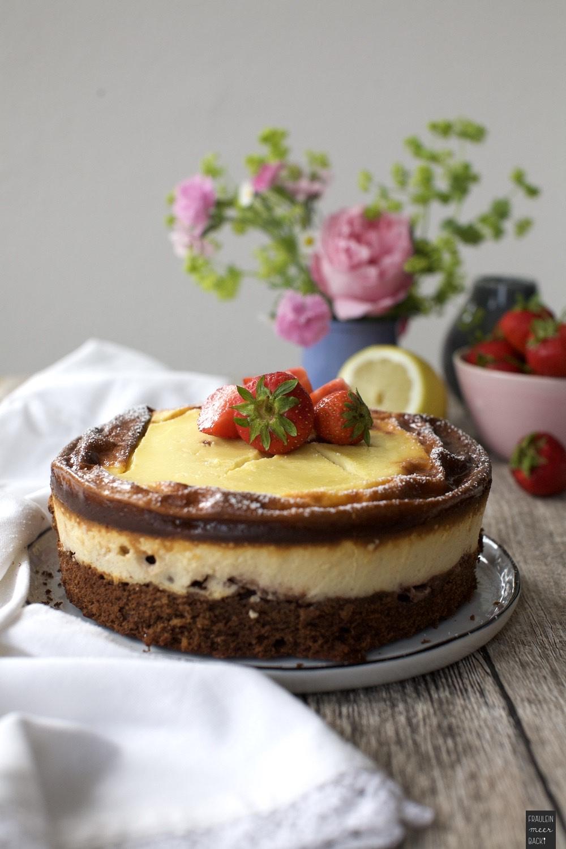 Fraeulein Meer backt Erdbeer-Brownie-Käsekuchen