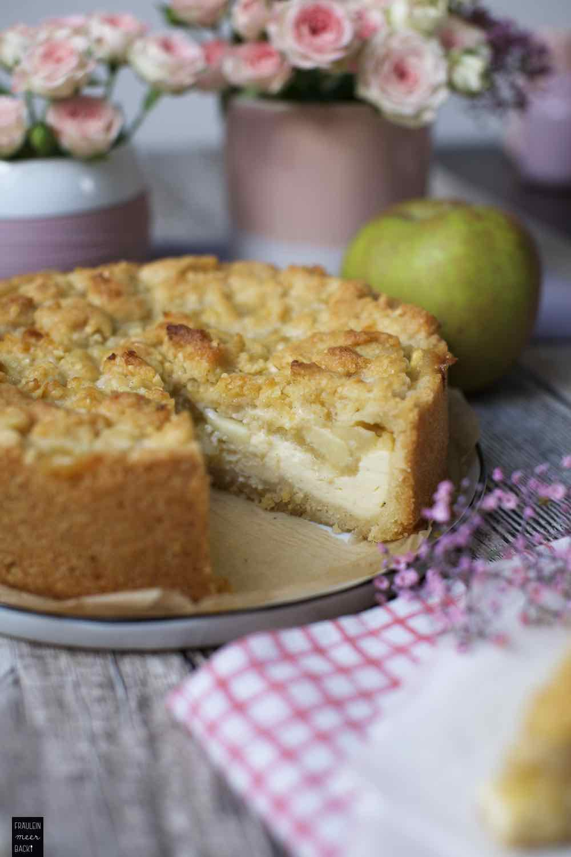 Fraeulein Meer backt Apfelmus-Streusel-Kuchen