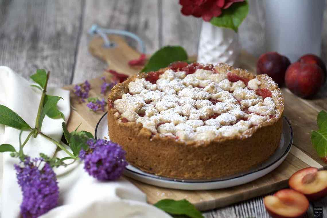 Pflaumen-Pudding-Kuchen mit Streuseln - Fräulein Meer backt