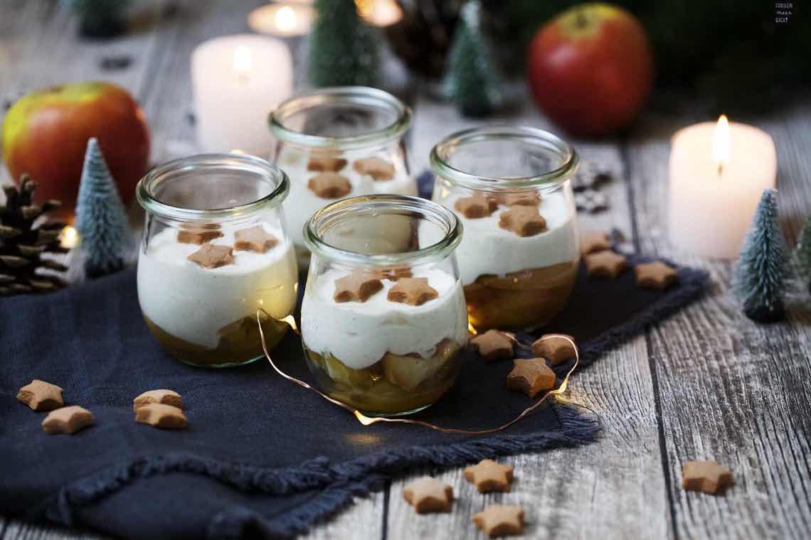 weihnachtliches bratapfel zimtcreme dessert im glas. Black Bedroom Furniture Sets. Home Design Ideas