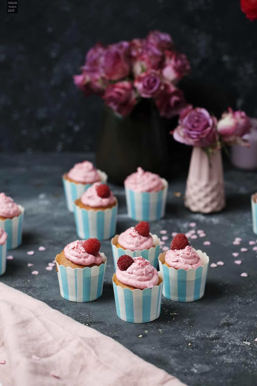 Fraeulein Meer backt Himbeer-Cupcakes Titel