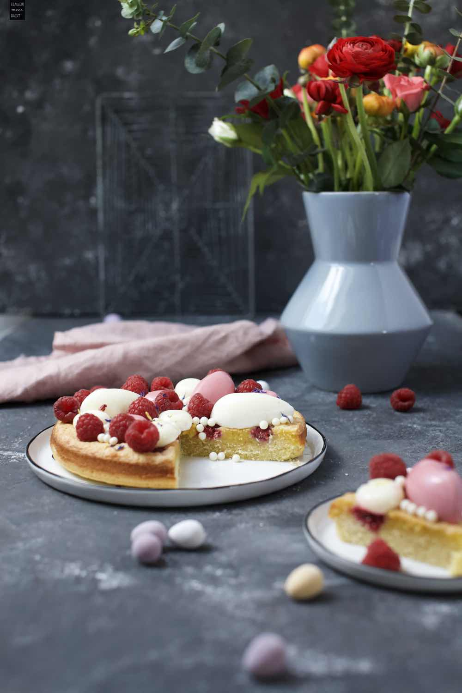 Fraeulein Meer backt Himbeer-Frangipane Kuchen mit Himbeer- und Zitronenmousse