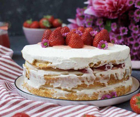 Fraeulein Meer backt Erdbeer Naked Cake