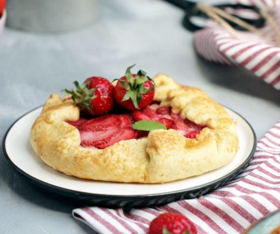 Fraeulein Meer backt Erdbeer Pudding Galette