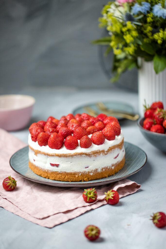 Fraeulein Meer backt Erdbeer Semi Naked Cake