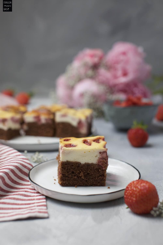 Fraeulein Meer backt Erdbeer-Käsekuchen-Brownies