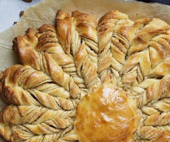 Fraeulein Meer backt Hefeblume mit Mandeln und Zimt