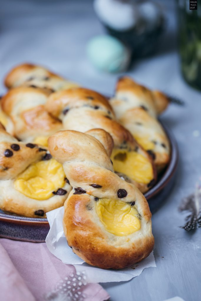 Fraeulein Meer backt Hefe-Hasen mit Eierlikör-Pudding