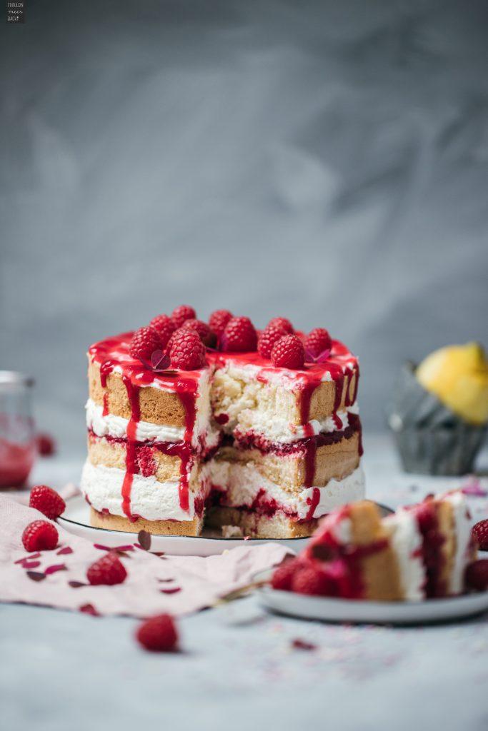 Fraeulein_Meer_backt_Himbeer_Biskuit_Torte