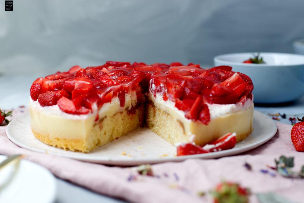 Erdbeer-Rhabarber-Kuchen: Die beste Kombination! - Fräulein Meer backt