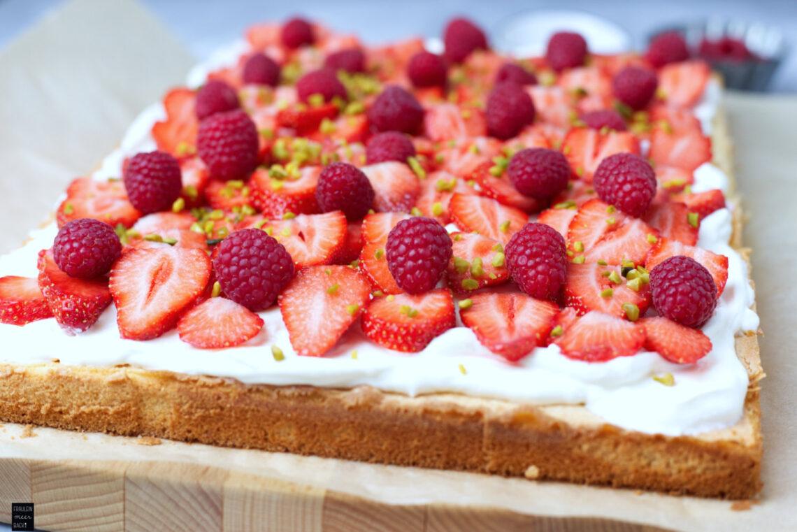 Fraeulein Meer backt Erdbeer-Blechkuchen