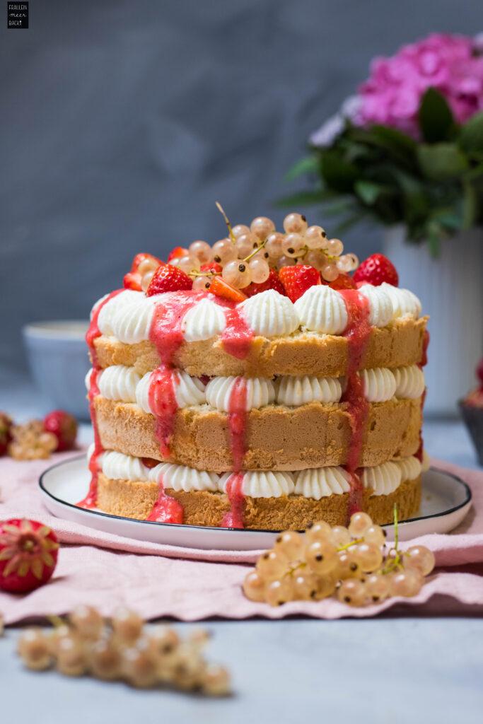 Fraeulein Meer backt Erdbeer Johannisbeer Torte