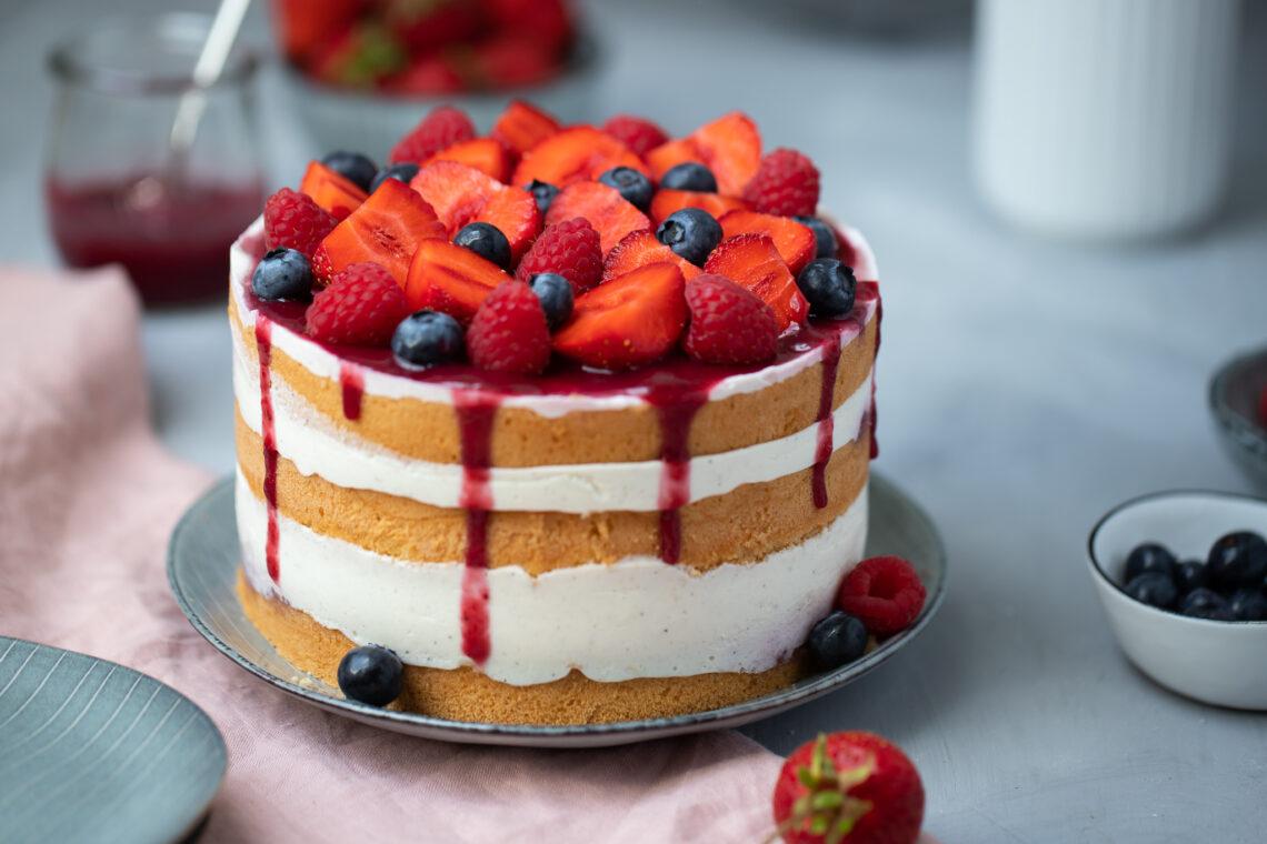 Fraeulein Meer backt Beeren-Biskuit-Torte